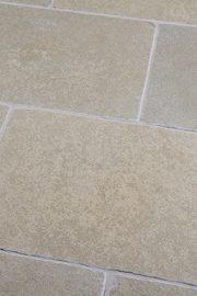 Terrassenplatten_Kalkstein_MALIA_ocker-gespalten_3cm
