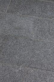 Terrassenplatten_Basanit_NERO_geflammt